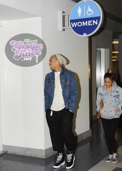 chrisbrown38 Hot Shots: Chris Brown & Girlfriend Travel Through Richmond