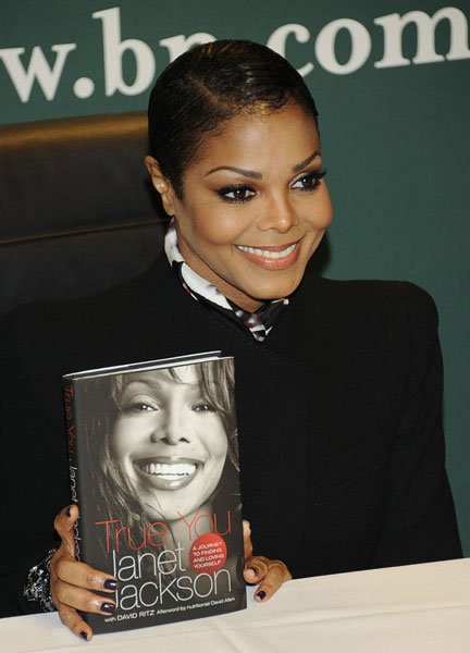 janet3 Hot Shots: Janet Jackson Holds Book Signing In NYC
