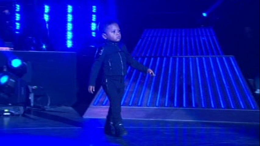 Usher R Orlando stills - 350