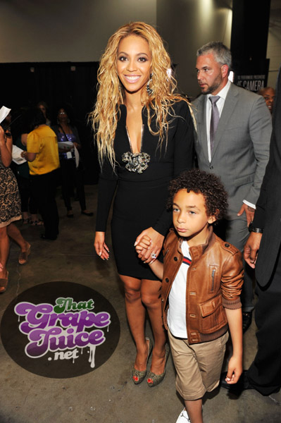 beyonce julez Billboard Awards 2011: Backstage & Audience
