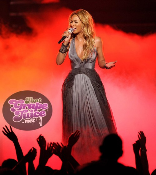 beyonce34 e1306390484898 Video: Beyonce Performs 1+1 On American Idol