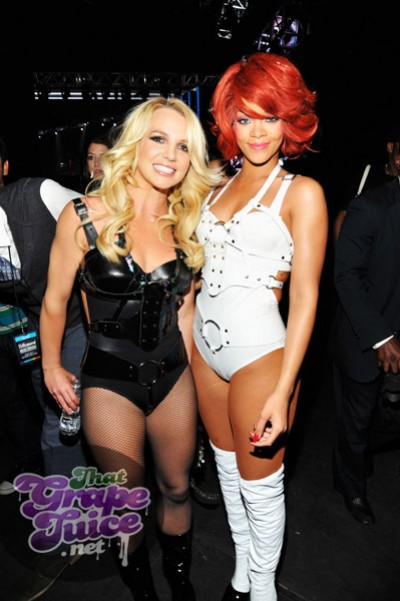 britney riri e1306130092661 Billboard Awards 2011: Backstage & Audience