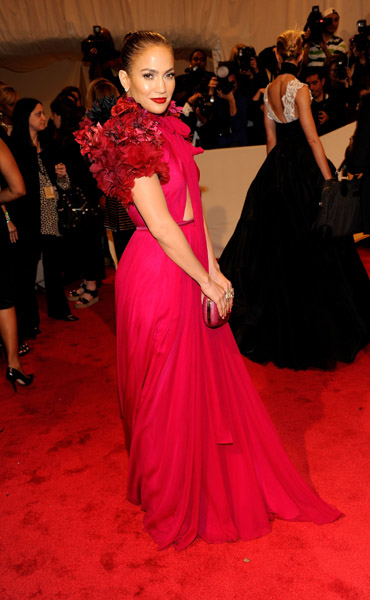 jlo 1a Hot Shots: Beyonce, Jay Z, Rihanna & More Shine At MET Ball