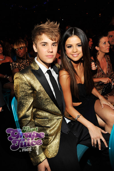 justin bieber selena Billboard Awards 2011: Backstage & Audience