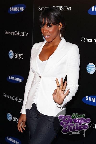 kellyr5 Hot Shots: Kelly Rowland Beams At Samsung Launch