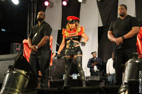 kim zim 2 Hot Shots: Lil Kim Takes Control In Zimbabwe