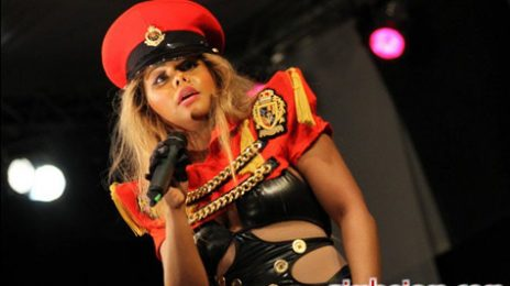 Hot Shots: Lil' Kim Takes Control In Zimbabwe
