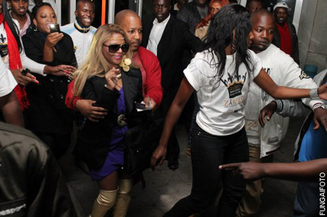 kim zim 5 Hot Shots: Lil Kim Takes Control In Zimbabwe