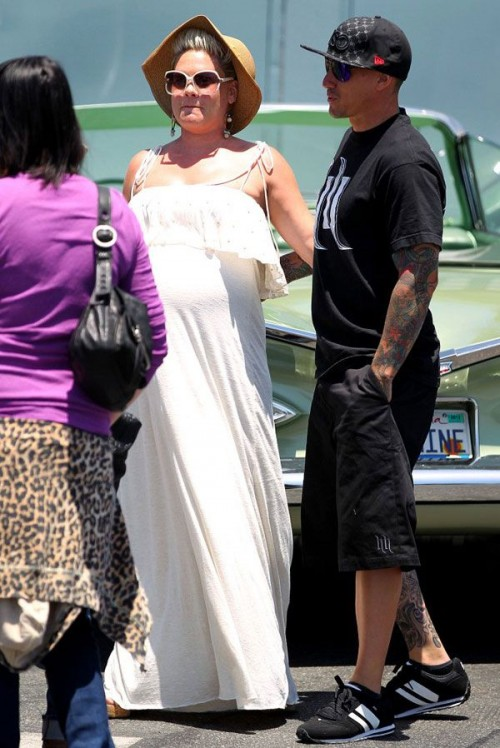 pink pregnant 6 e1306776704640 Hot Shots: Pregnant Pink Spotted In Malibu