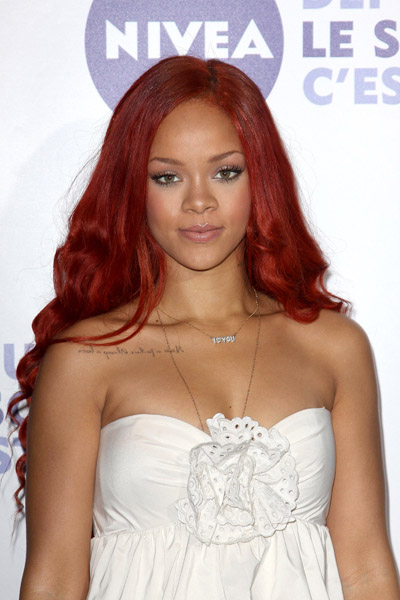 rihanna123aa Hot Shots: Rihanna Tones It Down At Nivea Gala