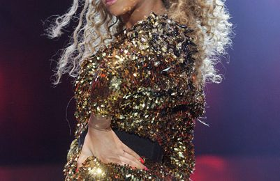 Beyonce 'Runs The World' At Glastonbury