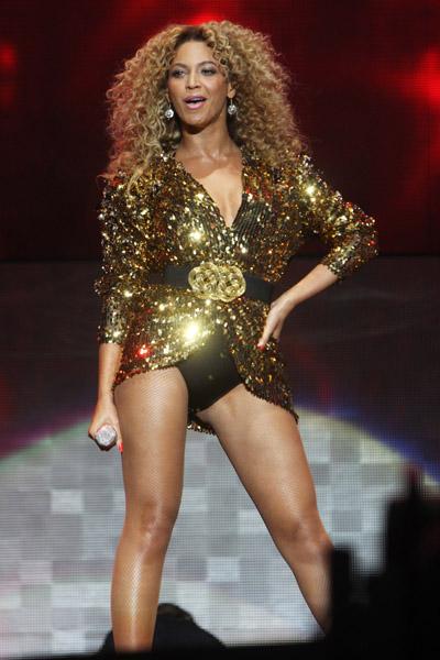 Beyonce glastonbury 8 Beyonce Breaks New Glastonbury Festival Record