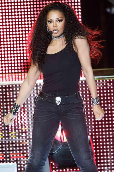 2011 Most Beautiful Girls: Video: Janet Jackson Has Vocal Malfunction