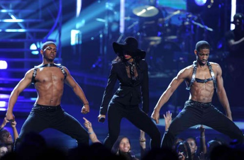 kelly bet awards e1309200123475 Celebrities Respond To Kelly Rowlands BET Performance