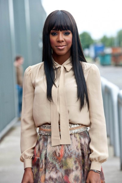 kelly rowland x factor 6 e1307408291281 Hot Shots: Rowland Rocks Demure Look To Day 3 of X Factor Auditions