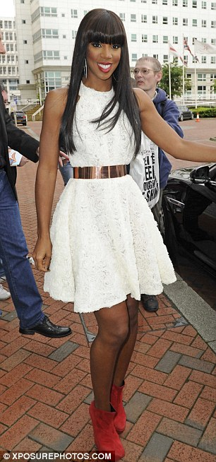 kely 64 Hot Shots: Kelly Rowland Steps Out In Style In Manchester