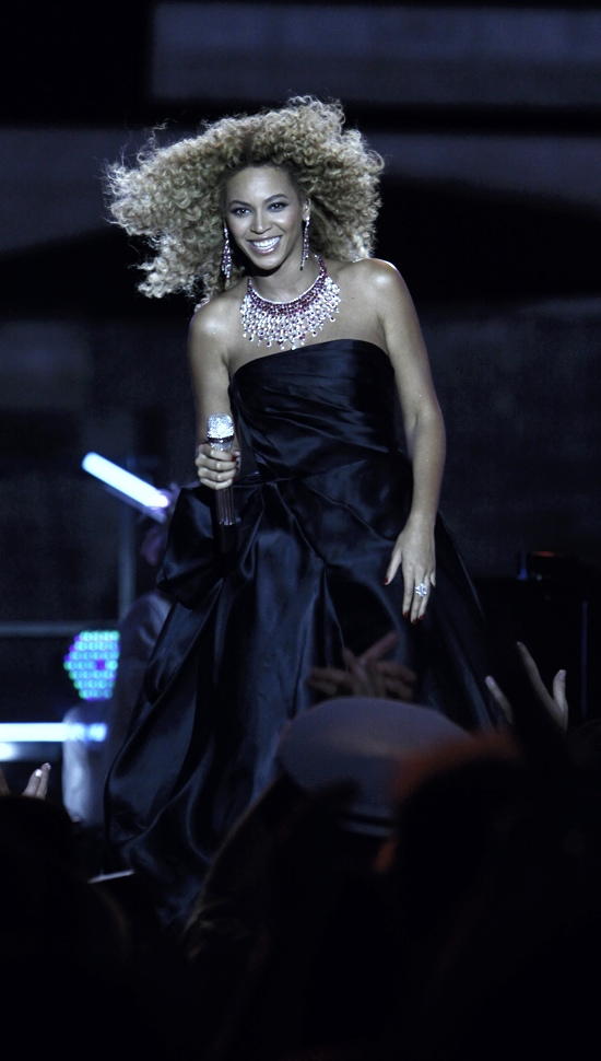 Beyonce Macys rehearsal Hot Shot: Beyonce Rehearses For 4th Of July Performance