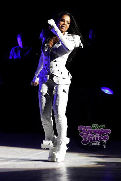 janet54 Hot Shots: Janet Jackson Thrills London...And JLS