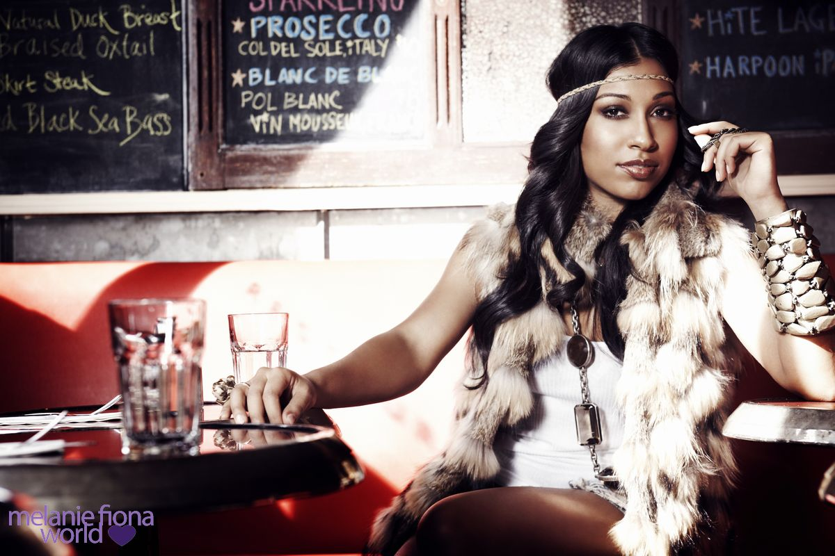 melanie fiona 3 Hot Shots: Melanie Fiona Strikes A Pose In New Promo Pics