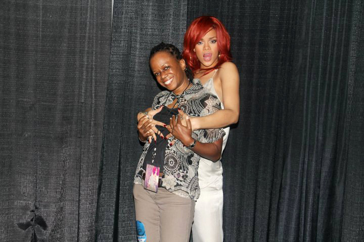 rihanna-grabs-fan-s-boobs-meet-greet-loud-tour
