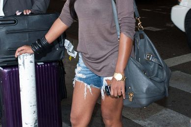 Hot Shot: Melanie Fiona Greeted By Fans At LAX