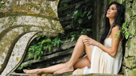 New Video: Nicole Scherzinger - 'Try With Me'