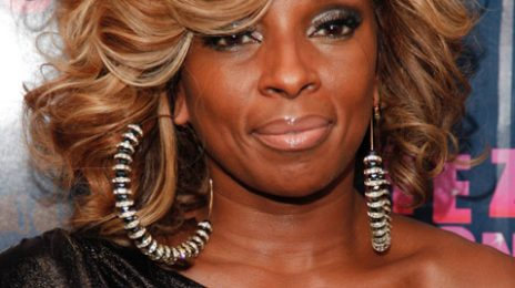 Mary J. Blige Moves Fans With Acoustic Performance