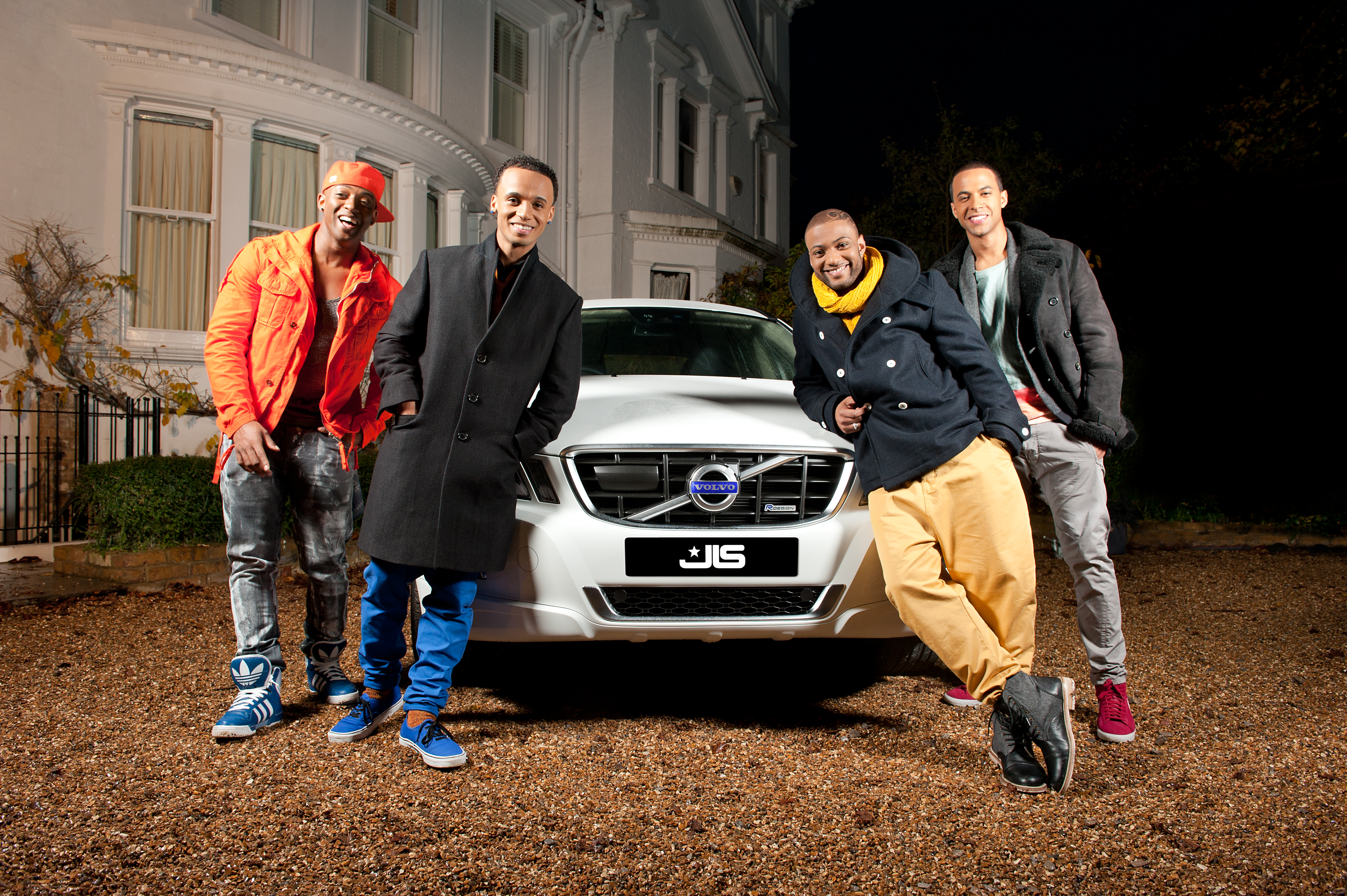 JLS DoYouFeelWhatIFeel photoby IdilSukan DrawHQ 38 Hot Shots: JLS Play In The Snow For New Video