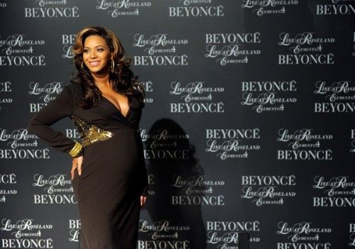 beyonce baby e1321834763369 Hot Shots: Beyonce & Baby Bump Arrive At Roseland Screening