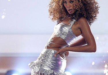 From The Vault: Beyonce Blazes The BET Awards 2006 With 'Deja Vu' Live