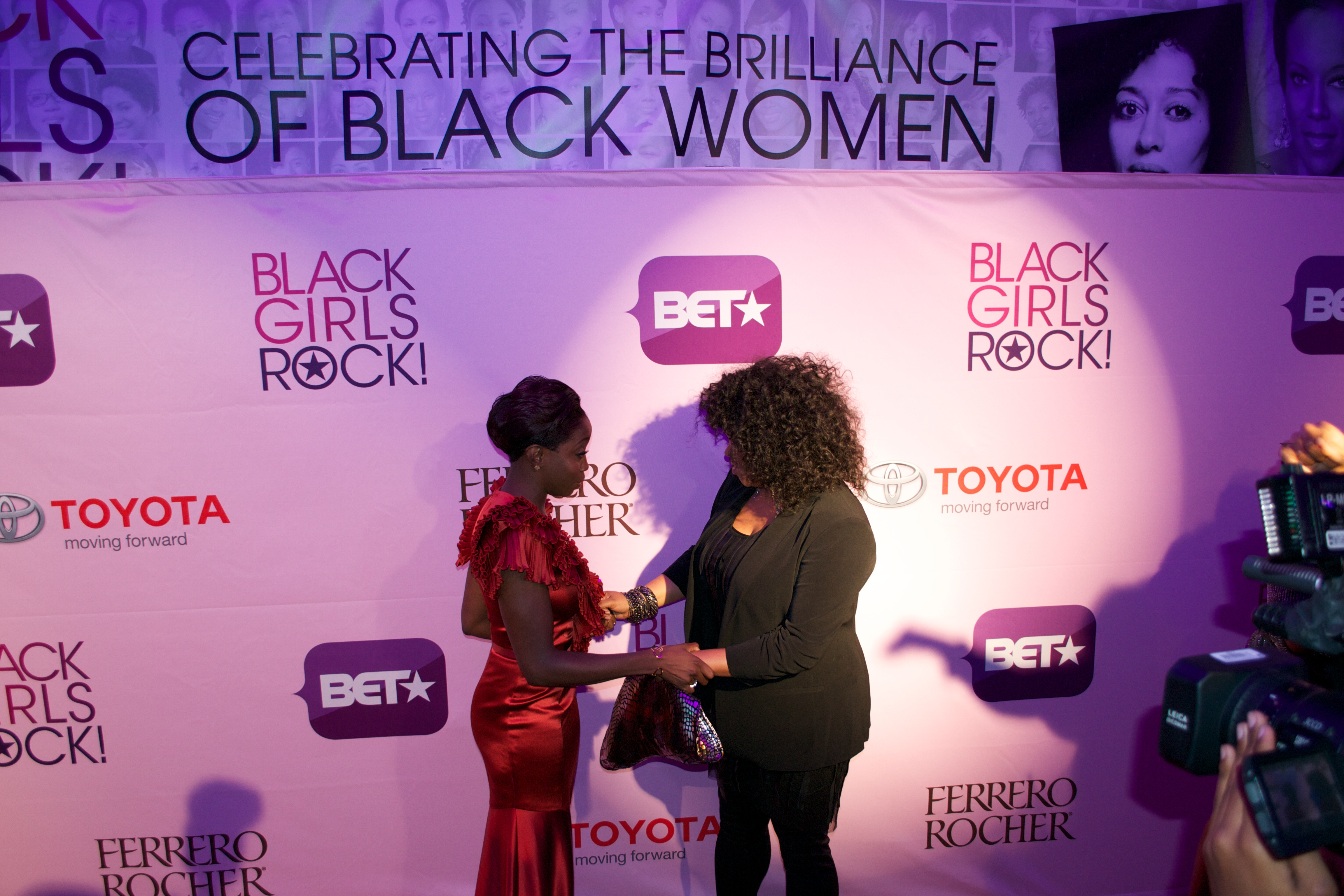 estelle jill Hot Shots: That Grape Juice At BET Black Girls Rock 2011!
