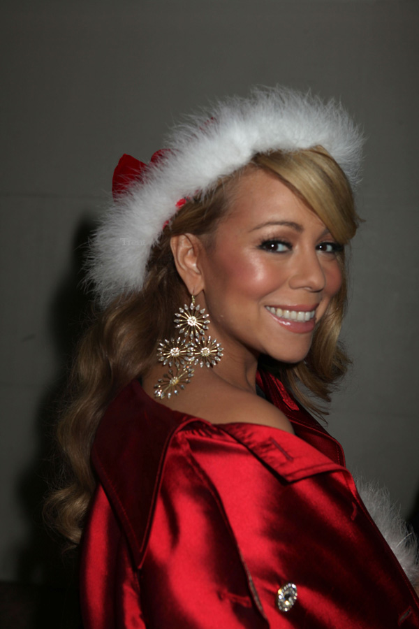 Hot Shot: A Merry Mariah Christmas With Justin Bieber - That Grape Juice