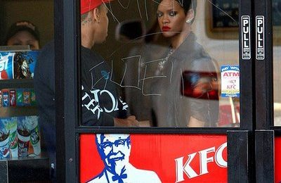 Rihanna & Chris Brown Spotted At KFC