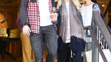 Hot Shots:  Xtina Hits the Hills for Holiday Shopping