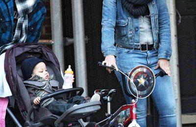 Hot Shots: Alicia Keys And Family Stroll Through New York