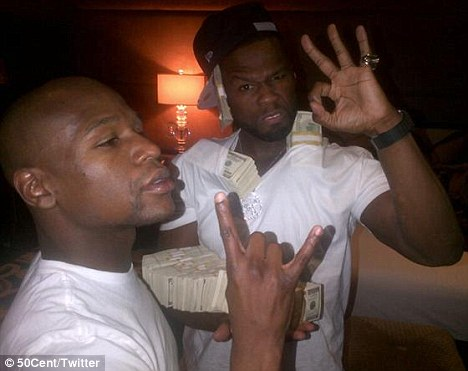 50 cnt  Hot Shots: 50 Cent Flaunts Stacks Of Cash In Vegas