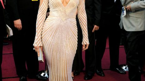 Hot Shots:  J.Lo Looking Lovely on Oscars' Red Carpet
