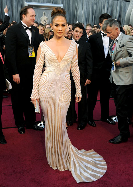 Hot Shots: J.Lo Looking Lovely on Oscars\' Red Carpet - That Grape Juice
