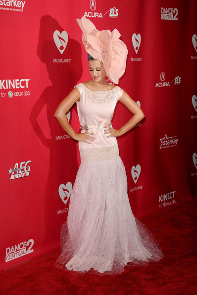 Katy+Perry+2012+MusiCares+Person+Year+Tribute+v0K9tSnHi-_l