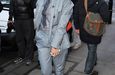 Hot Shots : Rita Ora Storms London Fashion Week
