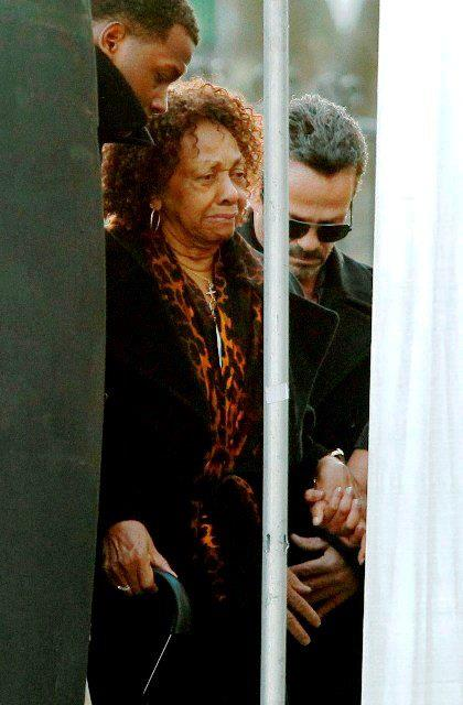 cissy arrival Friends & Family Say Goodbye To Whitney Houston At Wake