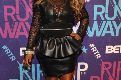 Must See: Lil Kim Arrives At BET 'Rip The Runway'