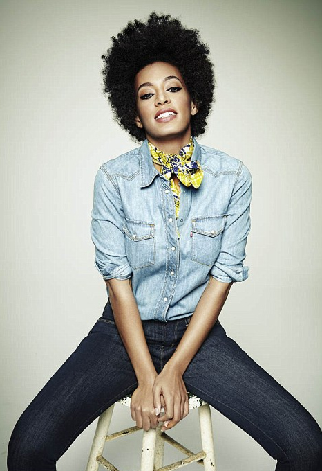 solange rolla Hot Shots: Solange Glows On Rollacoaster