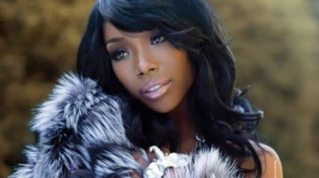 Brandy Performs 'Right Here (Departed)'; Dedicates To Whitney