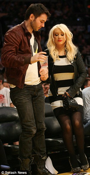 christina aguilera and boyfriend at NBA game