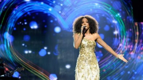 Watch: Kelly Rowland Performs 'Greatest Love Of All' (Better Quality)