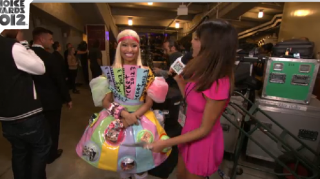 Hot Shot: Nicki Minaj Colour-Bursts At Kids Choice Awards 2012