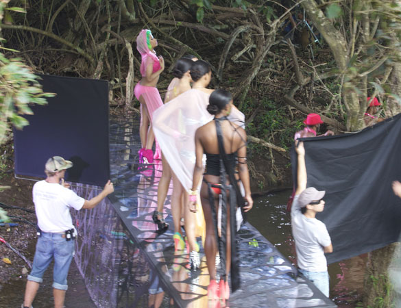 nicki minaj star ships Hot Shots: Nicki Minaj Shoots Starships Video In Hawaii