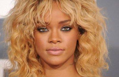 Must See: Rihanna 'Shades' Journalist