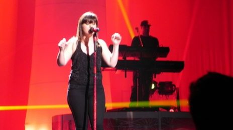 Idol Worship: Kelly Clarkson 'Can't Let Go' Of Mariah Carey